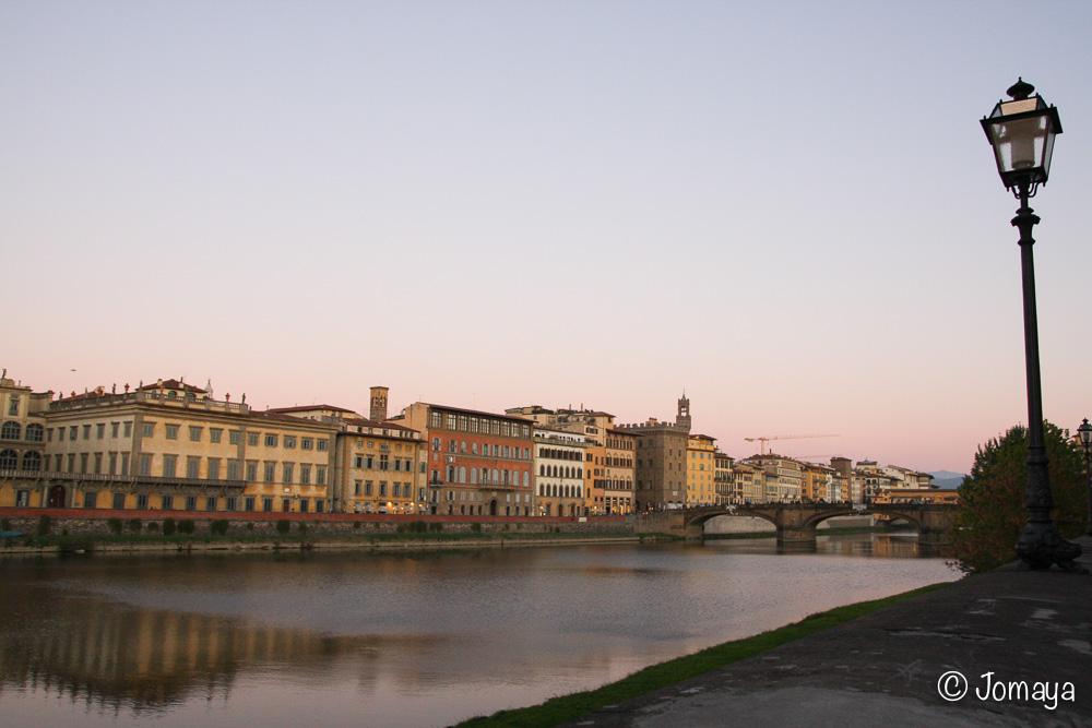 En retournant vers l'Oltrarno, coucher de soleil sur l'Arno