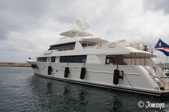 La Canée - Yacht dans le port