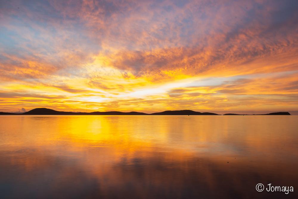 Lever de soleil sur Nouméa - le ciel s'enflamme - Nouvelle Calédonie